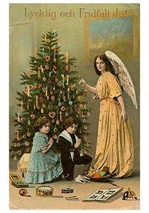 Postcard   Kerstengel bij de kerstboom
