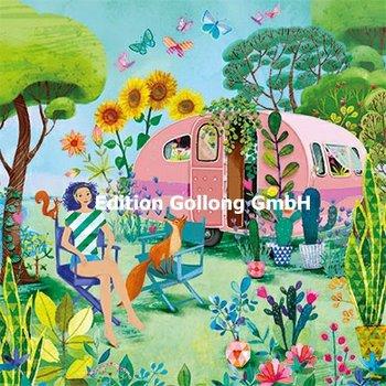 Mila Marquis Postcard   Vrouw bij caravan