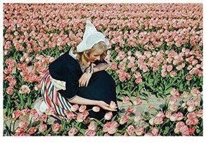 Postcard | Een meisje in typisch Hollandse klederdracht